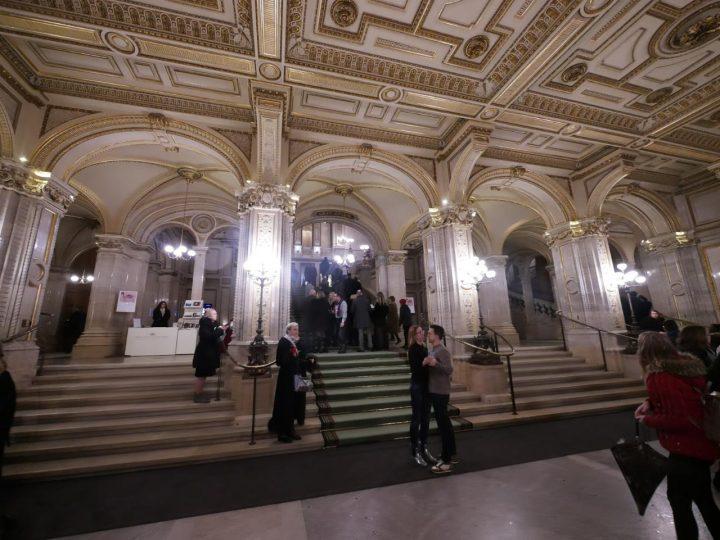 ウィーン国立歌劇場エントランス