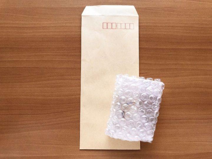 メルカリで売れた後、ピアスとイヤリングを梱包する方法→封筒へ入れる